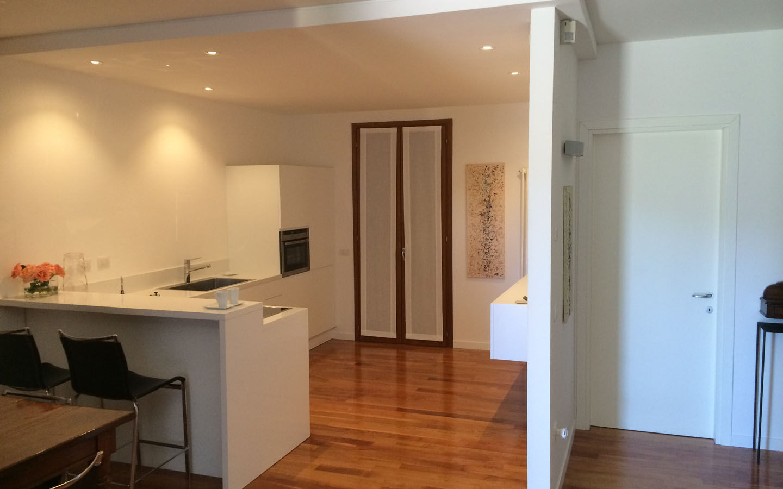 Pavimento in legno di una cucina - Padova